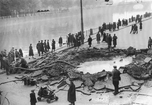 Блокада Ленинграда - фото последствий разорвавшегося снаряда